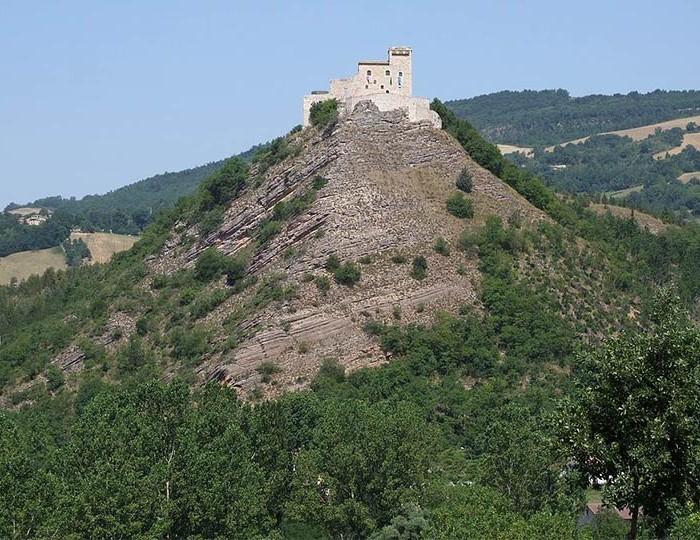 05 Rocca Varano vista dai piani di Fiungo